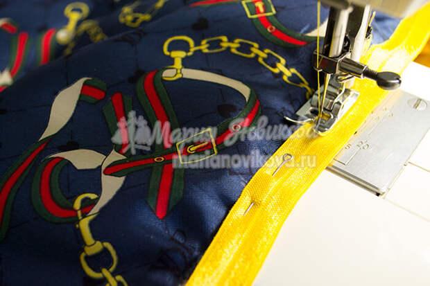 Пришить к низу со стороны подкладки тесьму