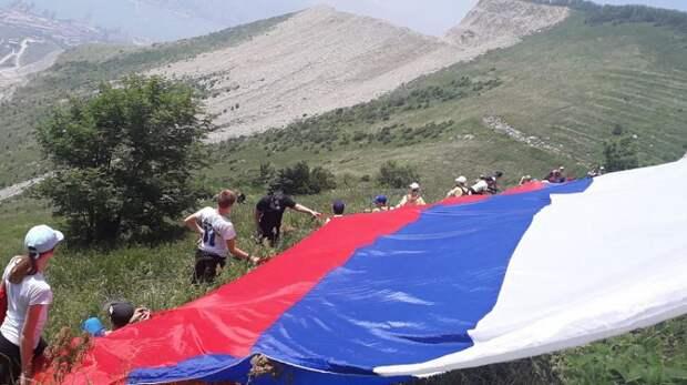 На Маркотхском хребте в Геленджике установят огромный флаг России