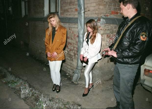 Милиционер и непоступившие. Москва, 1994 год