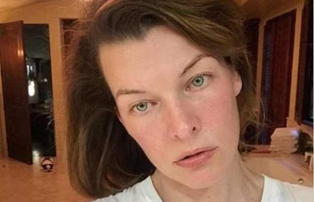 """Мила Йовович сильно располнела из-за беременности и """"засветилась"""" на фото папарацци"""