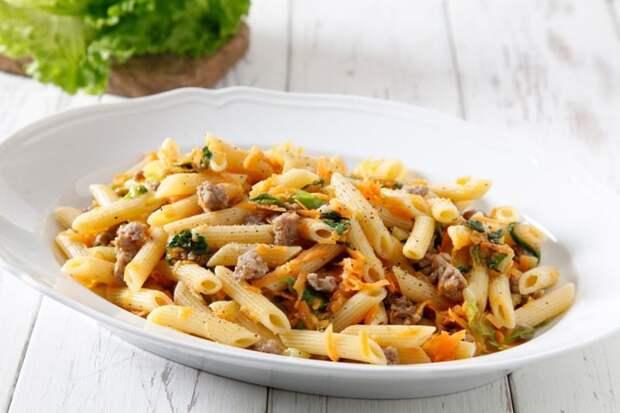 Макароны с мясом и тушеной капустой – оригинальное и очень вкусное блюдо к обеду или ужину
