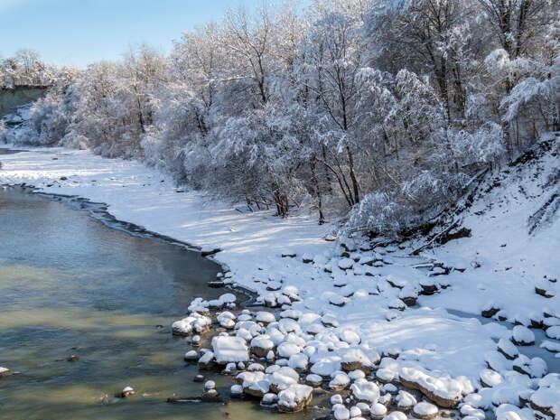 Долина аммонитов на реке Белой, координаты 44.361087, 40.194585.