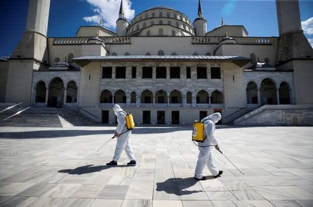 Власти Турции объявили трехдневный локдаун