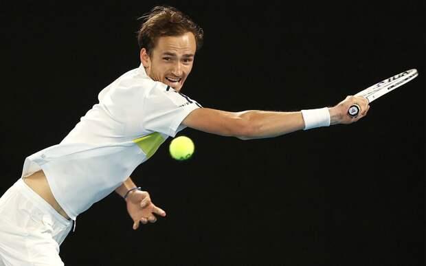 Медведев не смог выйти в полуфинал турнира в Майами, уступив Баутисте-Агуту