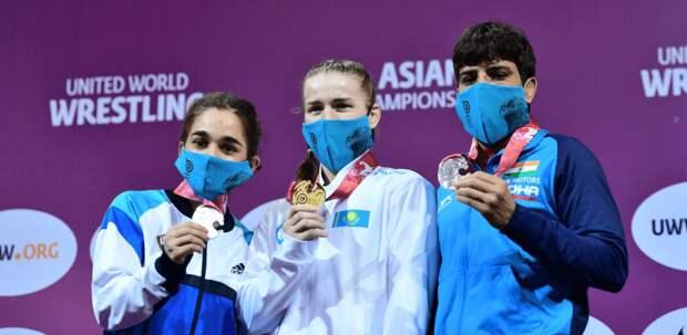 Сразу два «золота» выиграли казахстанки в первый день чемпионата Азии по женской борьбе
