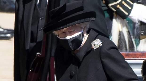 Елизавета II может отойти от дел после кончины супруга