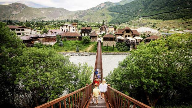 В Адыгее в горную реку сорвались трое туристов