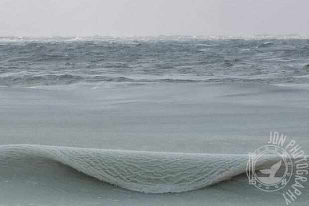 Потрясающе! Как это возможно?   (5 фото) Замёрзшие волны у берегов острова Нантакет