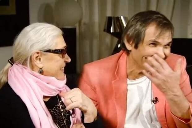 Алибасов и Федосеева-Шукшина предстали на новом фото лежа на диване в обнимку