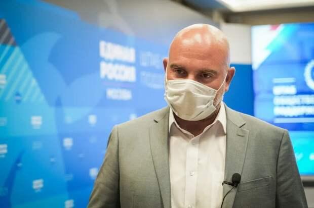 Баженов рассказал, как не попасться на мошеннический «розыгрыш призов». Фото: Максим Манюров
