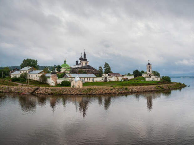 Вологодская область. Воскресенский Горицкий женский монастырь. Причал Кузино