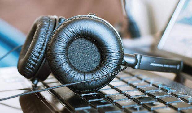 Эксперт рассказал, какие наушники могут повредить слух