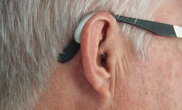 Треск в ухе: причины, симптомы и способы лечения