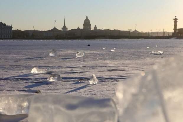 С начала года спасатели Петербурга сняли со льда 80 безответственных гуляк
