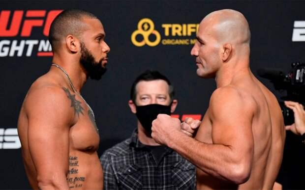 Тейшейра «задушил» Сантоса в главном поединке турнира UFC Vegas 13