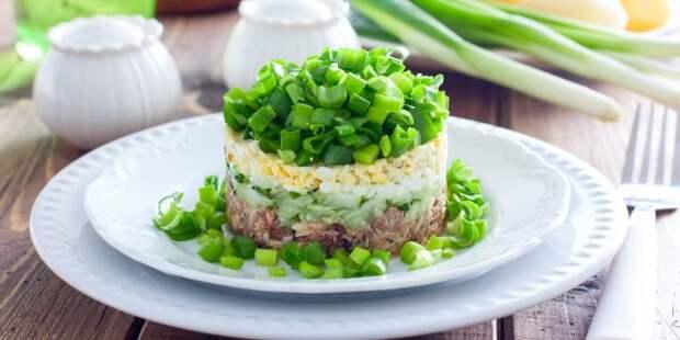 Несложные и вкусные салаты из рыбных консервов