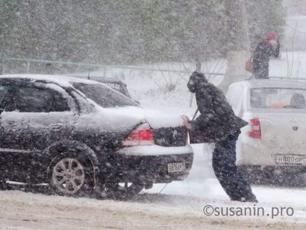 Жители Ижевска могут пожаловаться на состояние дорог и тротуаров по телефону