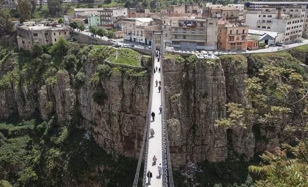 Мост Сиди-М'Сид и каньон под ним