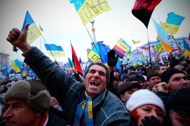 Верной дорогой: большинство украинцев за единственный государственный язык и вступление в ЕС и НАТО