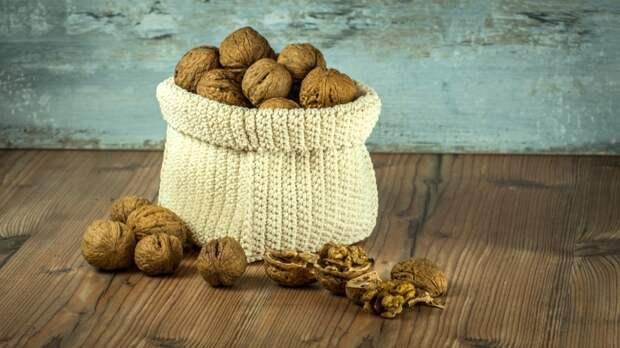 Скорлупа грецкого ореха часто используется в качестве абразивного вещества