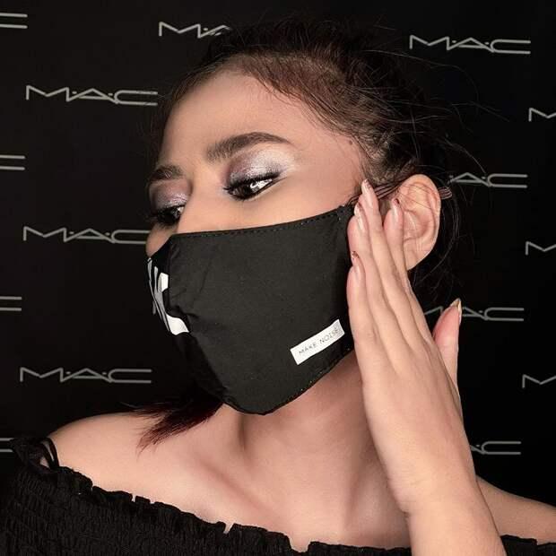 Макияж под чёрно-белую маску (фото из инстаграма instagram.com/bayoekesyah_mac).