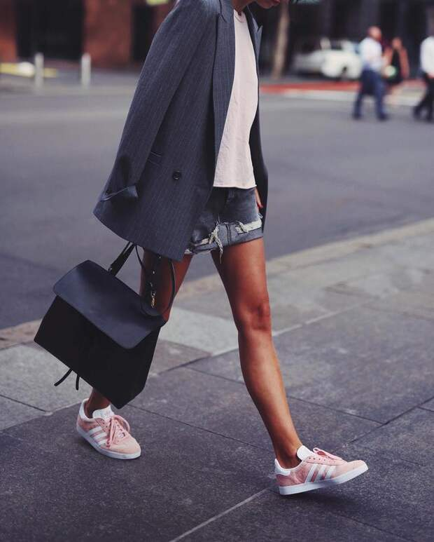 25 гениально простых идей с чем носить кеды для максимального комфорта