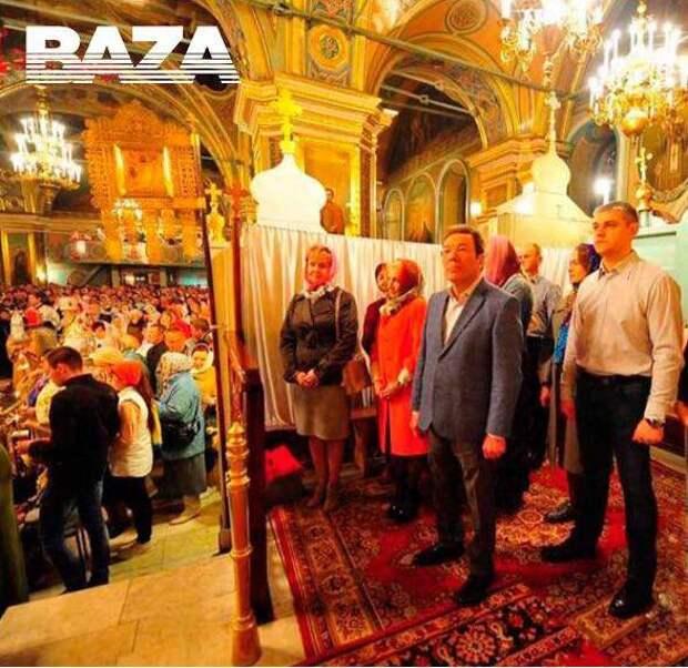 В Сызрани чиновники устроили себе VIP-Пасху, оградившись в церкви от народа ширмой