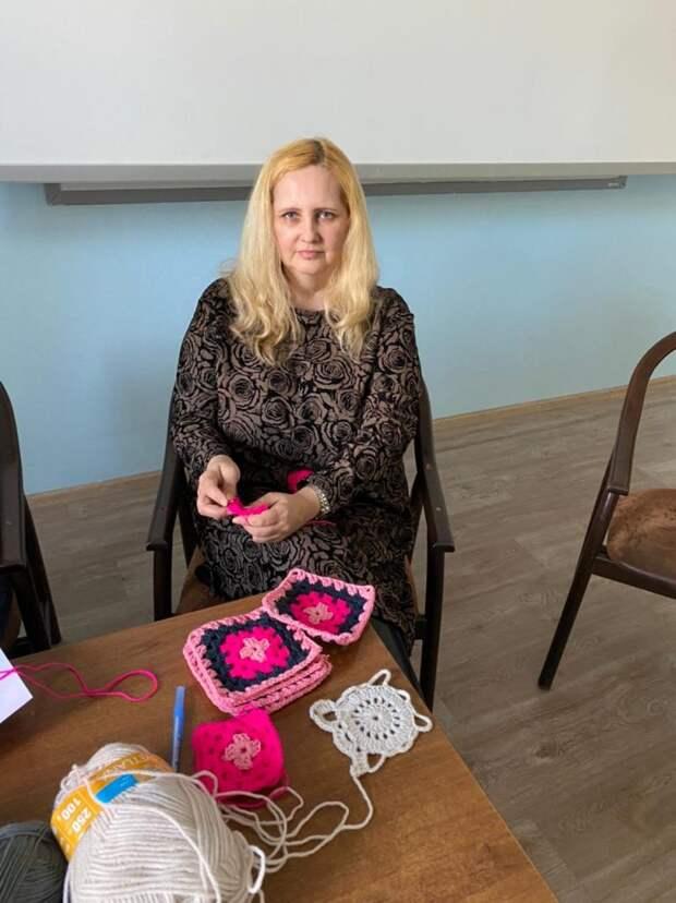 Жительница Марьиной рощи присоединилась к волонтерской программе «Уютка. Благотворительное рукоделие»
