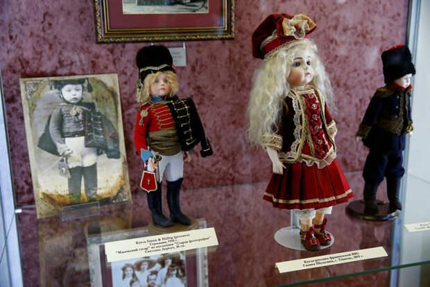 На Кубани открылась выставка «Царские куклы»