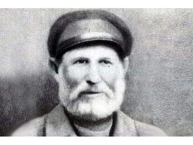 За что получил награду самый пожилой Герой Советского союза, памятник которому стоит в столичном метро...