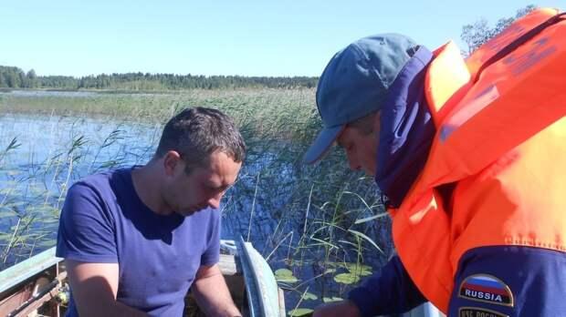 В Финском заливе перевернулась надувная лодка с двумя рыбаками