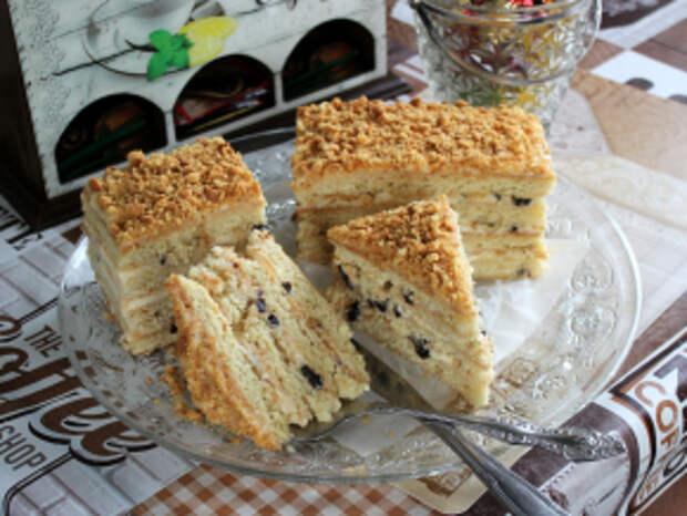 Торт с черносливом и сметанным кремом
