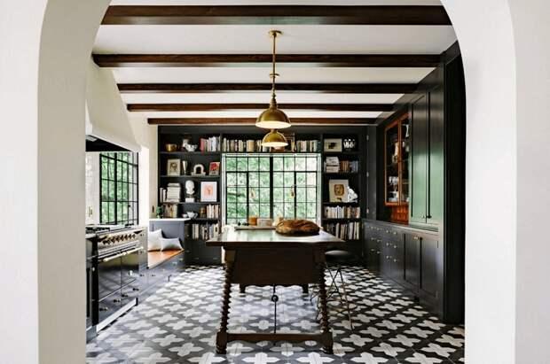 Необыкновенный интерьер кухни в темных тонах в монохромном стиле, что станет находкой.