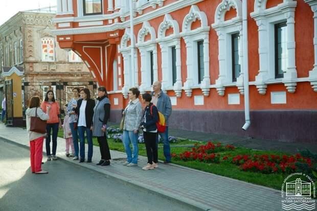 Пятничный фестиваль в Сарапуле, распределение для студентов-платников в России и импровизация на садовой лейке в Великобритании: что произошло минувшей ночью