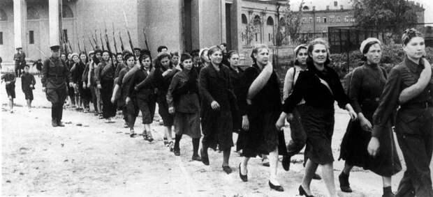 10 редких архивных фото девушек во время Второй Мировой Войны