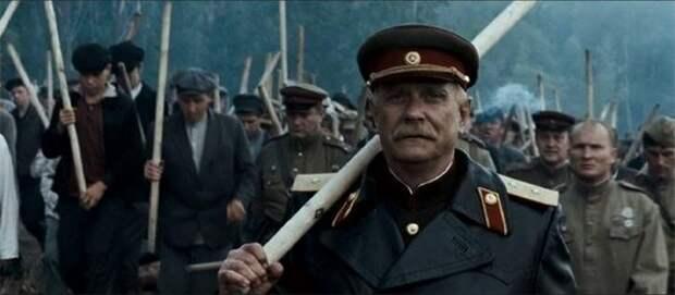 В параллельной реальности Михалкова в атаку шли с черенками от лопат...