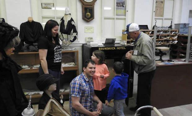 Сейф стоял 40 лет в музее и его не могли открыть, пока один посетитель случайно не угадал нужную комбинацию