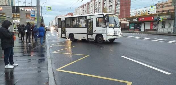 Нужно ли уступать дорогу маршрутке, отъезжающей от остановки? Ответ инспектора ГИБДД