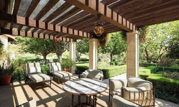 В гостях у Дуэйна Джонсона: экскурсия по дому актера с шикарным садом в Лос-Анджелесе