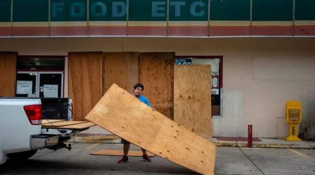 Из-за урагана «Лаура» в США уже разрушены сотни тысяч домов, есть жертвы
