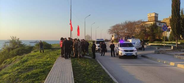 Полиция в Севастополе не дала коммунистам протестовать против памятника примирения участников Гражданской войны