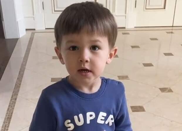 Жена Овечкина показала, как 2-летний сын поздравил ее с Днем матери в США, рассказав стишок