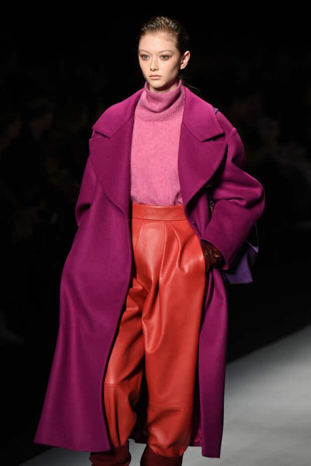 Широкие брюки 2021: лучшие модели и оттенки этого сезона