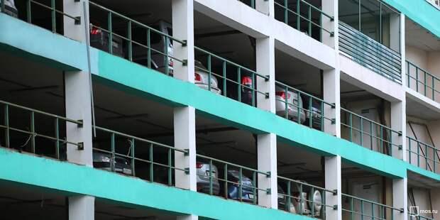 В жилом комплексе на Полярной появился пятиэтажный паркинг