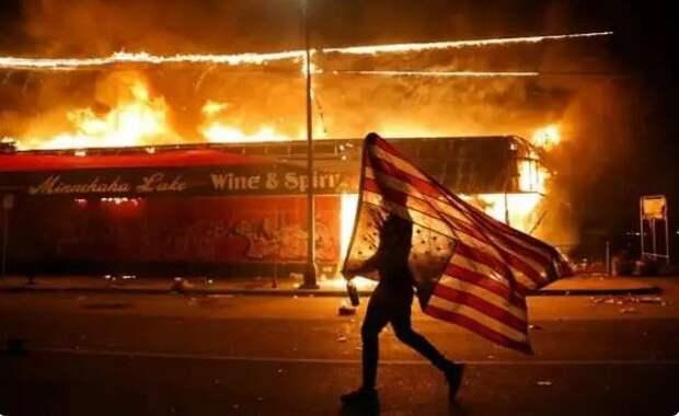 Самоуничтожение США идёт полным ходом