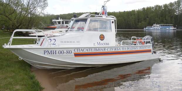 Из Москвы-реки спасатели вытащили нетрезвого мужчину