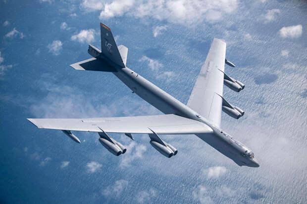 Бомбардировщик США вовремя учений над Балтикой нес настоящие авиабомбы