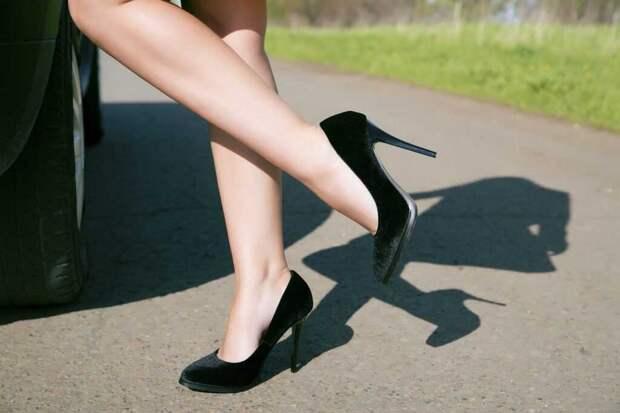 3 лайфхака для девушек, которые хотят научиться ходить на каблуках