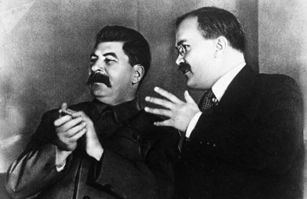 Поступил правильно. Вячеслав Молотов о том, почему в первый день войны Сталин не стал выступать с речью
