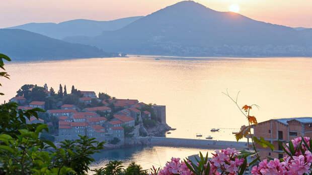 Черногория сняла все ограничения для туристов из России